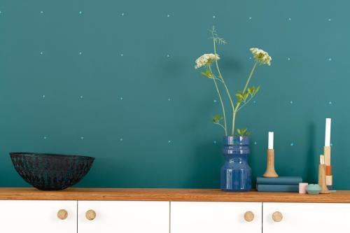 Colour futures 2014 trend årets färg teal prickig vägg