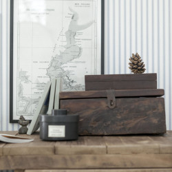 tavla kotte låda trä blå tapet