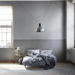 tapet grå sovrum säng