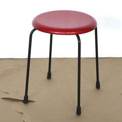 pall före svarta ben röd sits